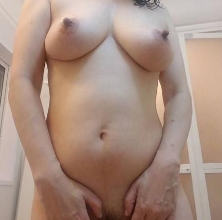 巨乳人妻のシャワー姿